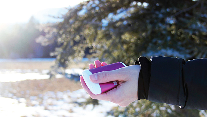 Image of a person holding an EnergyFlux handwarmer
