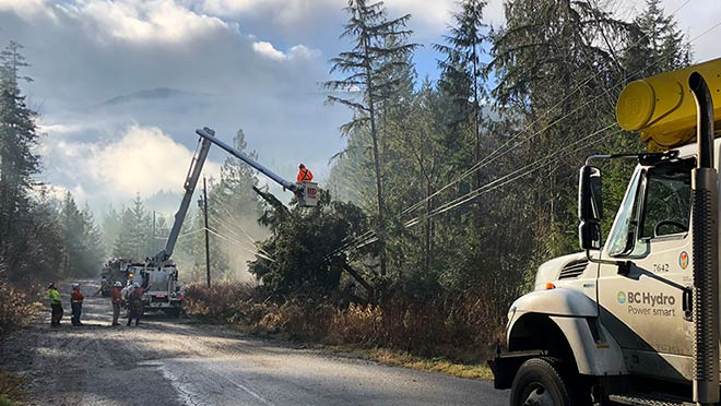 BC Hydro crews work to restore power in the Whiskey Creek area