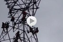 Crews install huge tower near Spuzzum