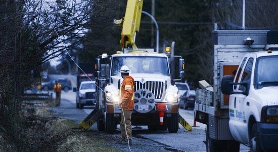 Wind storm causes outages to thousands and keeps Lower Mainland crews busy